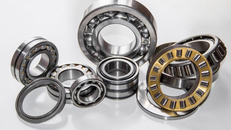 Cuscinetti, pulegge, cinghie e catene di trasmissione: guida per principianti ai componenti industriali più comun